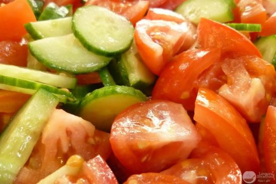 Salata castraveti si rosii