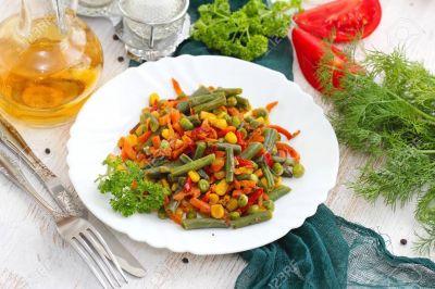 Pui crocant, mix mexican, salată grecească
